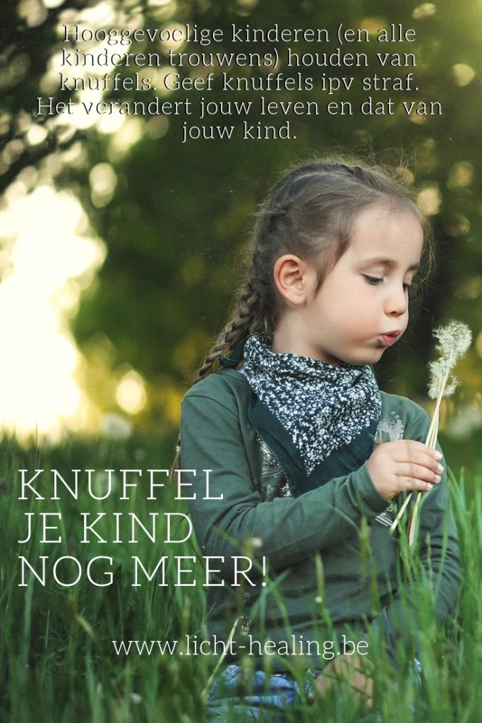 Kinderen hebben liefde nodig. Heel veel liefde. Een simpel gebaar is een dikke knuffel, ook als ze stout zijn. Knuffel meer en kijk hoe jouw kinderen rustiger worden.